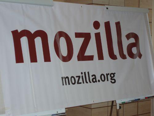 Großes Werbebanner mit dem Mozilla-Schriftzug